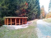Drewniane szałasy