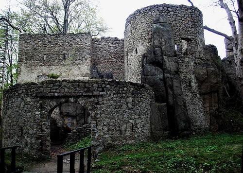 Zamek w Bolczowie - 25 km od Barcinka