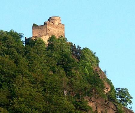 Zamek Chojnik w Jeleniej Górze-Sobieszowie ( niedaleko Barcinka)