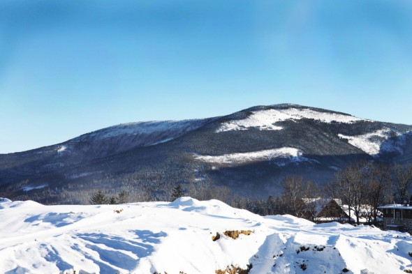 Widok z głównej drogi w Górnym Karpaczu