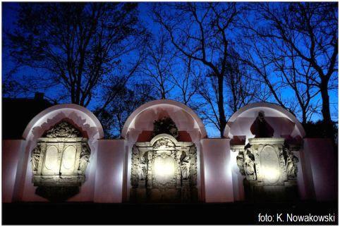 Grobowce przy Kościele Garnizonowym