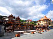 Deptak i  Galeria handlowa w Karpaczu