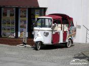 fajny pojazd na deptaku w Świeradowie